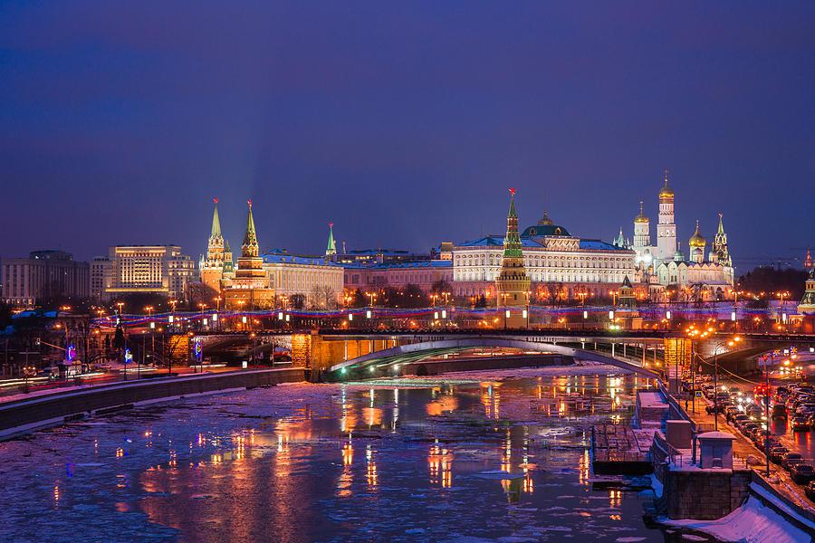 moscow-kremlin-and-big-stone-bridge-at-winter-night-featured-3-alexander-senin